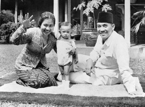 Bung Karno, Fatmawati, dan Guntur